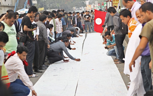 People sign 'death warrant' - bdnews24 com