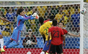 Mexico's goalkeeper Guillermo Ochoa makes a save during the 2014 World Cup Group A soccer match between Brazil and Mexico at the Castelao arena in Fortaleza June 17, 2014. Reuters