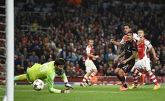 Arsenal's Alexis Sanchez (3rd R) scores a goal against Besiktas during their Champions League playoff football match at the Emirates stadium in London August 27, 2014. Reuters