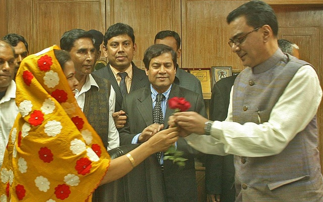 Ministry of Local Government, Rural Development and Cooperatives gives a warm reception to new minister Syed Ashraful Islam Wednesday. Photo: Firoz Ahmed/ bdnews24.com/ Dhaka, January 07, 2009