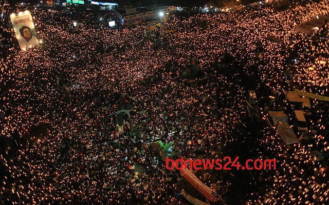 Thousands of people take part in a candlelight vigil at Shahbagh demanding death sentences for all 'war criminals'