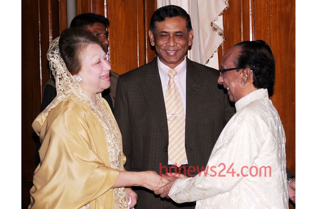 Zillur Rahman at a meeting with Leader of the Opposition Khaleda Zia over reforming the Election Commission.