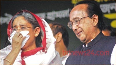Zillur Rahman with Sheikh Hasina after the grenade attacks on Aug 21, 2004. His wife Ivy Rahman was killed in the attacks.