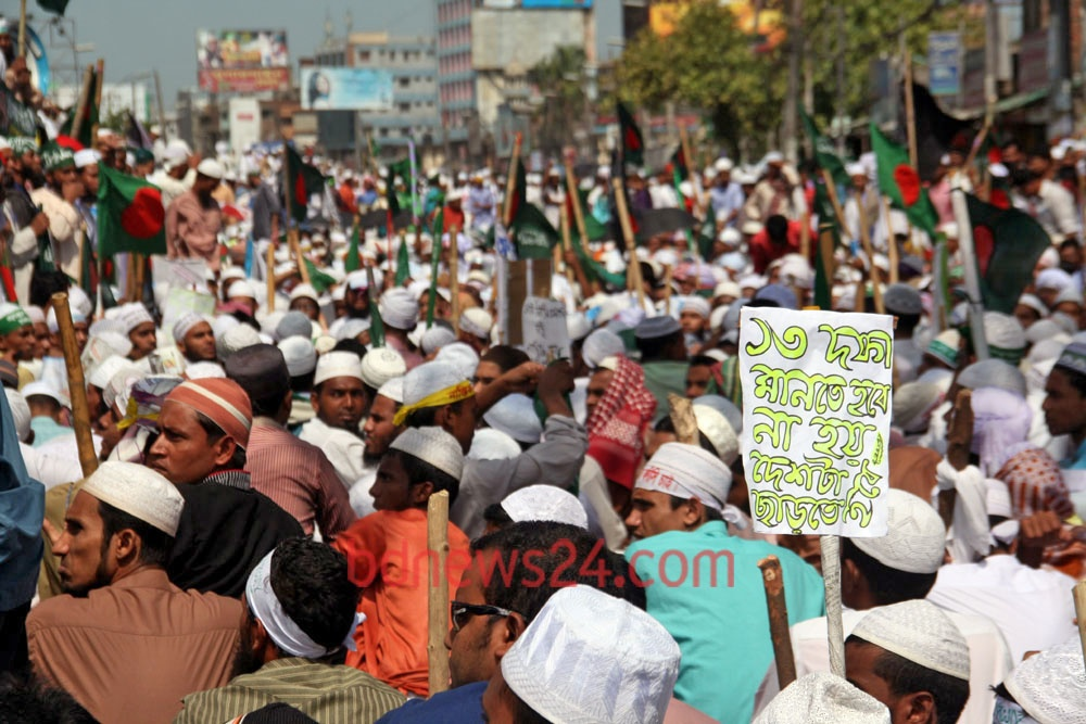 Hifajat activists block road at Gabtoli in Dhaka on Sunday in support of their 13-point charter of demands.