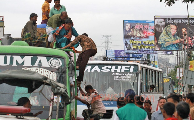 People risk their lives to reach home to celebrate Eid with family by travelling on the roof of a bus on Tuesday. Photo: Asaduzzaman Pramanik/ bdnews24.com