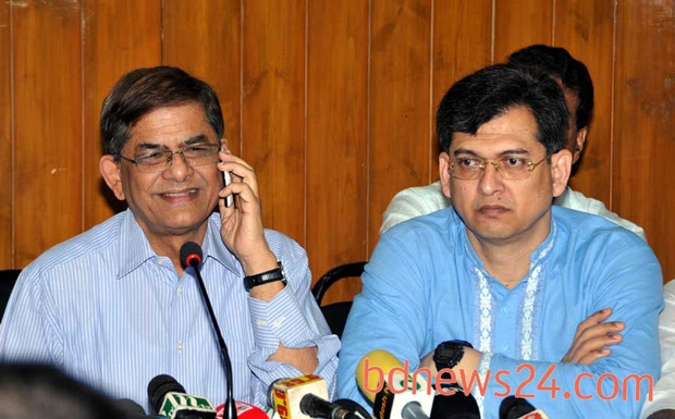 Awami League's Syed Ashraful Islam calls in the middle of BNP spokesperson Mirza Fakhrul Islam Alamgir's press conference at Khaleda Zia's Gulshan office on Monday.