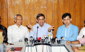 BNP spokesperson Mirza Fakhrul Islam Alamgir reacts after his Awami League counterpart Syed Ashraful Islam's call