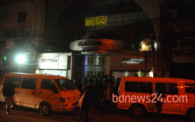 Detectives raid Daily Inqilab's office at Dhaka's Ramkrishna Mission road on Jan 17.