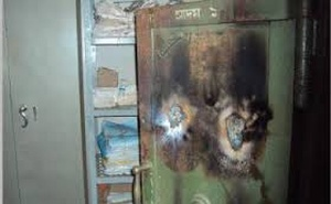 The vault of Sonali Bank branch in Bogra which miscreants borke and made away with Tk 3 million