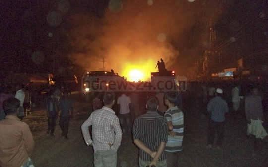 A Titas Gas transmission line in Gazipur, beside the Dhaka-Mymensingh highway, caught fire after it was damaged on Thursday evening. Photo: bdnews24.com