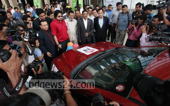 Communication Minister Obaidul Quader looks around stalls at the 9th Nitol-Niloy Dhaka Motor Show at Bangabandhu International Conference Centre on Friday. Photo: asaduzzaman pramanik/ bdnews24.com