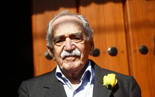 Gabriel Garcia Marquez stands outside his house on his 87th birthday in Mexico City in this March 6, 2014 file photo. Credit Reuters