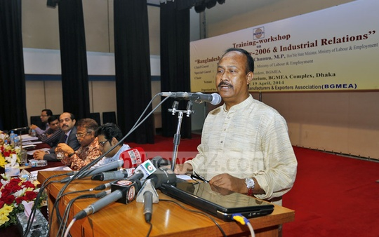 State Minister for Labour Mujibul Haq Chunnu speaks at a workshop on Bangladesh Labour Act, 2006 at the BGMEA Building on Saturday. Photo: nayan kumar/ bdnews24.com