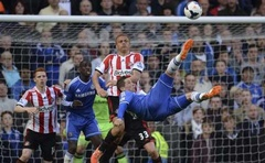 Chelsea's Fernando Torres attempts an overhead kick during their English Premier League soccer match against Sunderland at Stamford Bridge in London, April 19, 2014. Credit: Reuters