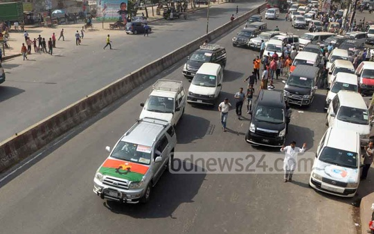BNP's long march towards the Teesta Barrage in Nilphamari starts from Dhaka's Uttara on Tuesday morning. Photo: bdnews24.com