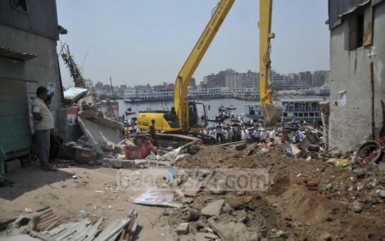 BIWTA demolishes illegal structures beside Buriganga River near Sadarghat in Dhaka on Tuesday. Photo: bdnews24.com