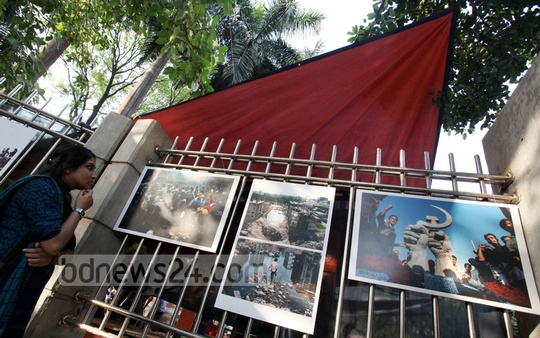 `Aftermath: Rana Plaza', a three-day exhibition by a group of photojournalists underway at Dhaka's Suhrawardy Udyan gate on Wednesday. Photo: asaduzzaman pramanik/ bdnews24.com