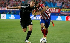 Atletico Madrid's Diego Costa challenges Chelsea's Gary Cahill for the ball at the Vicente Calderón Stadium in Madrid, Spain on April 23, 2014. Photo: Reuters