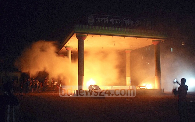 Supporters of Narayanganj City Councillor Nazrul Islam set fire to a filling station at Siddhirganj's Mouchak after his decomposed body was found in Shitalakhya River on Wednesday. Photo: bdnews24.com