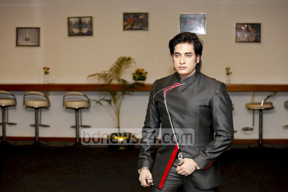 Ananta Jalil poses for snaps after a press briefing at Hotel Sonargaon on Thursday. His next film, Most Welcome 2, will be released on next Eid in seven countries. Photo: asaduzzaman pramanik/ bdnews24.com
