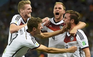Germany's Mario Goetze celebrates his goal against Argentina with teammates (L-R) Andre Schuerrle, Thomas Mueller and Benedikt Hoewedes during extra time in their World Cup final. Reuters