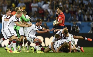 Germany's Mario Goetze (C) celebrates with teammates after winning the 2014 World Cup final against Argentina. Reuters