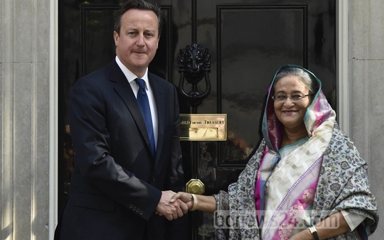Britain's Prime Minister David Cameron greets Prime Minister Sheikh Hasina outside 10 Downing Street in central London. Photo: Reuters