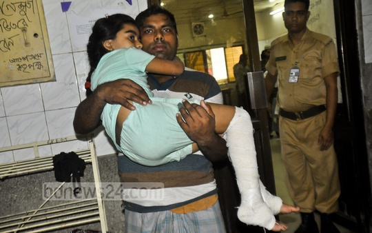 Children injured by a crude bomb they found at Dhaka's Chawkbazar being treated at Dhaka Medical College and Hospital on Wednesday. Photo: bdnews24.com