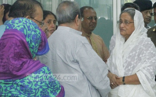 Prime Minister Sheikh Hasina rushed to United Hospital in Dhaka upon news of demise of her long-time friend veteran journalist AN Mahfuza Khatun Baby Maudud. Photo: tanvir ahammed/ bdnews24.com