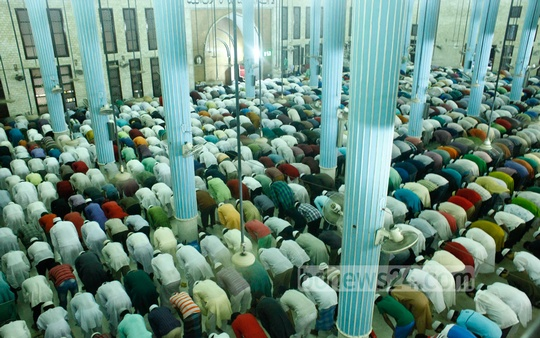 Muslim devotees pray at the Baitul Mukarram National Mosque on the occasion of Shab-e-Qadr. Photo: bdnews24.com