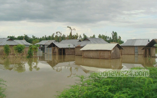 Bhogdanga Union in Kurigram is inundated as the waters of the Dharla River rose above danger levels on Wednesday. Photo: bdnews24.com