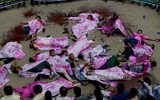 Members of Bangladesh Awami Cultural Forum lay down in front of the National Press Club on Wednesday to re-enact the grizzly aftermath of the grenade attack on an Awami League rally on Aug 21, 2004. Photo: bdnews24.com