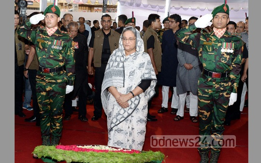 Prime Minister Sheikh Hasina pays respects to the victims of the grenade attack of Aug 21, 2004 at Bangabandhu Avenue. Photo: bdnews24.com