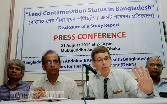 Bangladesh Paribesh Andolan, an environmentalist group, holds a press conference on Thursday on lead pollution in the country. Photo: tanvir ahammed/ bdnews24.com