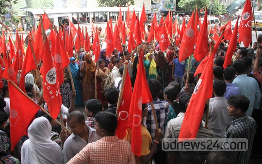National Garments Workers Federation holds a rally in front of the National Press Club on Saturday to protest against the decision of closing the Helicon Garments at Dhaka EPZ. Photo: asif mahmud ove/ bdnews24.com