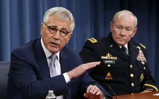 US Secretary of Defense Chuck Hagel (L) speaks next to Chairman of the Joint Chiefs of Staff General Martin Dempsey during a press briefing at the Pentagon in Washington, August 21, 2014. Reuters