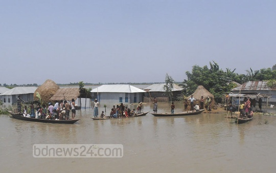 Flood situation in Kurigram has worsened as the water rises in Brahmaputra and Dudhkumor rivers. Photo: bdnews24.com