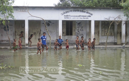 A Primary school in Nilphamari district is submerged under water on Wednesday as the entire northern region of Bangladesh reeling under floods. Photo: bdnews24.com