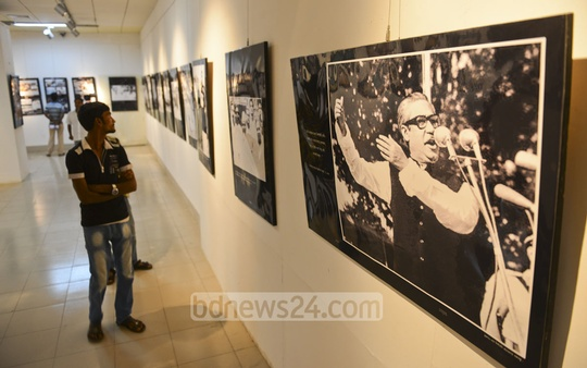 A visitor look around at an exhibition of various photos of Bangabandhu Sheikh Mujibur Rahman published in newspapers at Bangladesh Shilpakala Academy on Thursday. Photo: tanvir ahammed/ bdnews24.com