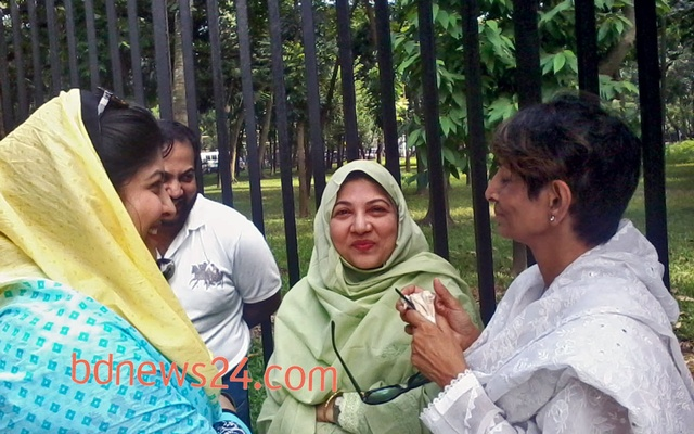 SQ Chowdhury's family members outside the tribunal on Oct 1, 2013.