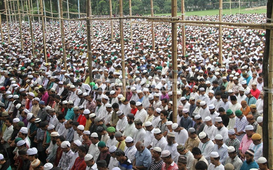 The Namaz-e-Janaza of Islamic Front leader and Islamic TV show host Maolana Nurul Islam Farooqi being held at the National Eidgah in Dhaka on Friday. Photo: asif mahmud ove/ bdnews24.com
