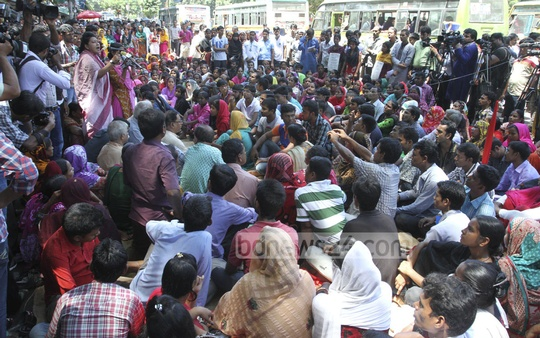 Tuba Garments Action Committee holds a rally in front of the National Press Club in Dhaka on Friday. Photo: nayan kumar/ bdnews24.com