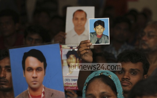 Family members of scores of victims show the photos of their loved ones at a programme organised by Moulik Odhikar Shurokkha Committee at National Press Club in Dhaka to mark the International Day of the Victims of Enforced Disappearances on Saturday. Photo: nayan kumar/ bdnews24.com
