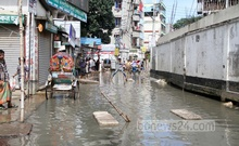 Water continues to stagnate Kuril's Kuratoli for more than a month because of bad drainage. Photo: asif mahmud ove/ bdnews24.com