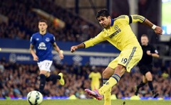 Chelsea's Diego Costa shoots and scores a goal against Everton during their English Premier League soccer match at Goodison Park in Liverpool, northern England August 30, 2014. Reuters