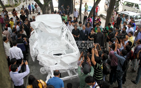 Tareque Masud and Mishuk Munier were in this vehicle three years ago when they met with a fatal accident. Now it has been turned into a monument, placed in front of Shamsunnahar Hall in Dhaka University. Photo: asif mahmud ove/ bdnews24.com
