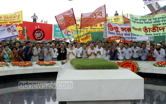 BNP Chairperson Khaleda Zia and party leaders offer prayers at the mausoleum of party founder and former president Ziaur Rahman to mark BNP's 36th founding anniversary on Monday. Photo: tanvir ahammed/ bdnews24.com