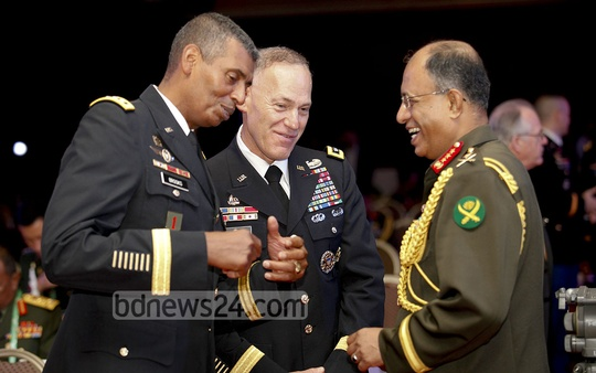 Bangladesh Army's Chief of General Staff Lieutenant General Mainul Islam and USARPAC Commanding General Vincent K Brooks at the 38th Pacific Armies Management Seminar on Sunday. Photo: asaduzzaman pramanik/ bdnews24.com