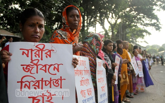 Bangladesh Women's Council holds a protest in front of National Press Club on Monday against child marriage and violence against women. Photo: asif mahmud ove/ bdnews24.com