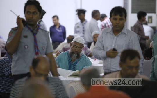 People file income tax returns at the National Income Tax Fair on Tuesday. Photo: asaduzzaman pramanik/ bdnews24.com
